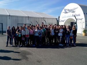 """Les 3ème A et B devant """"Let's Airbus"""" à Toulouse-Blagnac"""